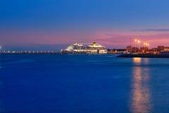 与发光的晚上的Majorca端口轻在巡航 免版税库存照片