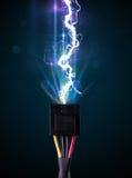 与发光的电闪电的电缆 库存照片