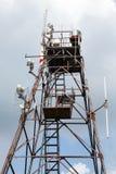 与发射机和接收器的无线电铁塔 免版税库存图片