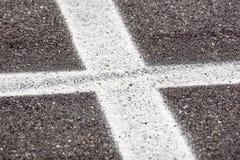 与发怒条纹空白线路的沥青在prespective 免版税库存照片