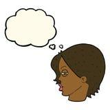 与变窄的眼睛的动画片女性面孔与想法泡影 库存图片