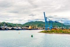 与口岸基础设施的散货在口岸普洛切,最大的海港在南克罗地亚 库存照片
