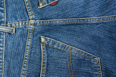 与口袋的蓝色牛仔裤背景 库存图片