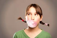 与口香糖的泡影 免版税图库摄影