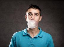 与口香糖的泡影 图库摄影
