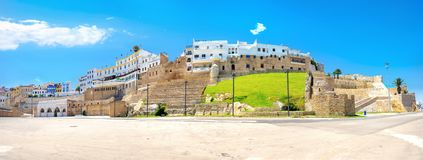 与古老堡垒和住宅房子的全景风景在麦地那 更加气味强烈的摩洛哥 库存图片