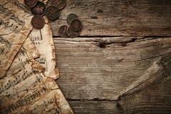 与古老硬币的葡萄酒静物画 免版税库存照片