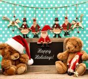 与古色古香的玩具和黑板的圣诞节装饰 免版税库存图片