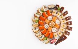 与另外种类的大圆的寿司集合卷 免版税库存照片