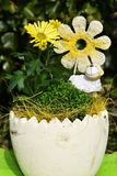 与另外花和装饰的花盆 库存图片
