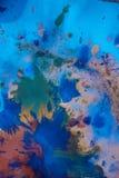 与另外颜色油漆条纹的下落是混杂和吸收 图库摄影