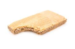 与叮咬的薄酥饼块在白色背景 库存图片