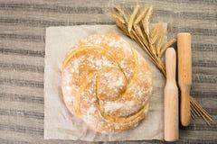 与可口被烘烤的好,麦子和木杵o的静物画 库存图片