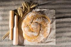 与可口被烘烤的好,麦子和木杵o的静物画 免版税图库摄影