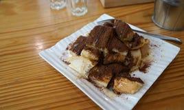 与可可粉的被烘烤的多士和变甜浓缩牛奶 库存照片