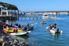 与可膨胀的工艺的划船俱乐部在港口 库存照片