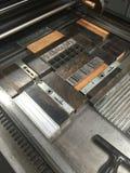 与可移动物,金属类型的压平印刷机被锁入追逐 图库摄影