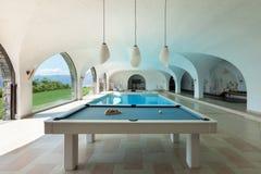 与台球的室内游泳池 免版税库存图片