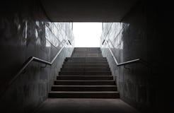 与台阶的地下段落 免版税图库摄影