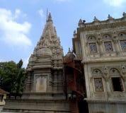 与台阶的Shiv Mandir对Mandap阳台在Shinde Chattri,浦那的 免版税库存图片