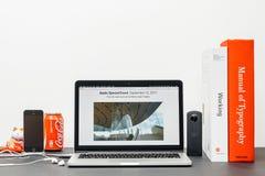 与史蒂夫・乔布斯剧院大厦的苹果计算机基调 免版税库存照片