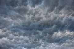 与史诗云彩的风雨如磐的天空 图库摄影
