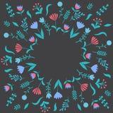 与叶子和花的五颜六色的逗人喜爱的花卉集合 免版税图库摄影