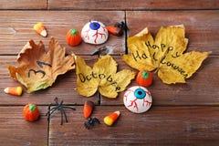 与叶子和蜘蛛的糖果玉米 免版税图库摄影