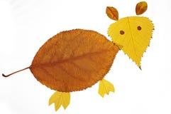 与叶子的拼贴画绘画--小的老鼠 免版税库存图片