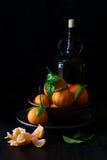 与叶子的新鲜的橘子果子 免版税库存图片