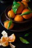 与叶子的新鲜的橘子果子 库存照片