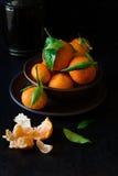 与叶子的新鲜的橘子果子 免版税图库摄影