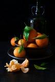 与叶子的新鲜的橘子果子 库存图片