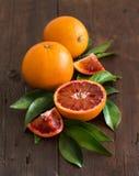 与叶子的新鲜的西西里人的桔子 免版税图库摄影
