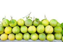 与叶子的柚果子 免版税库存照片