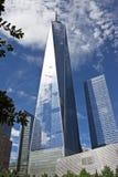 与叶子的自由塔,纽约 免版税库存图片