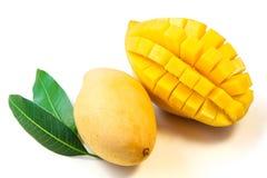 与叶子的芒果果子 库存图片