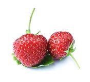 与叶子的草莓  免版税库存图片
