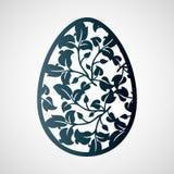 与叶子的透雕细工复活节彩蛋 激光切口模板 免版税库存照片
