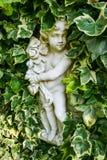 与叶子的雕象 库存图片