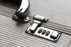 与号码锁的金属盒 秘密 免版税库存照片