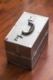 与号码锁的金属盒 秘密 库存照片