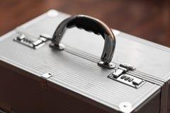 与号码锁的金属盒 秘密 库存图片