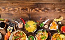 与各种各样的种类的亚洲食物桌中国食物 免版税图库摄影