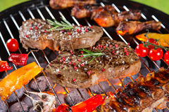 与各种各样的种类的烤肉格栅肉 图库摄影
