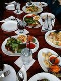 与各种各样的食物selctions的泰国食物宴餐 免版税库存照片