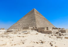 与吉萨棉的金字塔在开罗,埃及 免版税库存图片