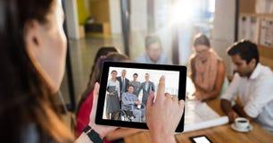与同事的女性行政视讯会议在办公室 免版税图库摄影