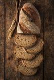 与向日葵种子的切的家制面包 库存照片
