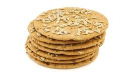 与向日葵种子的被堆积的酥脆被拼写的薄脆饼干 库存照片